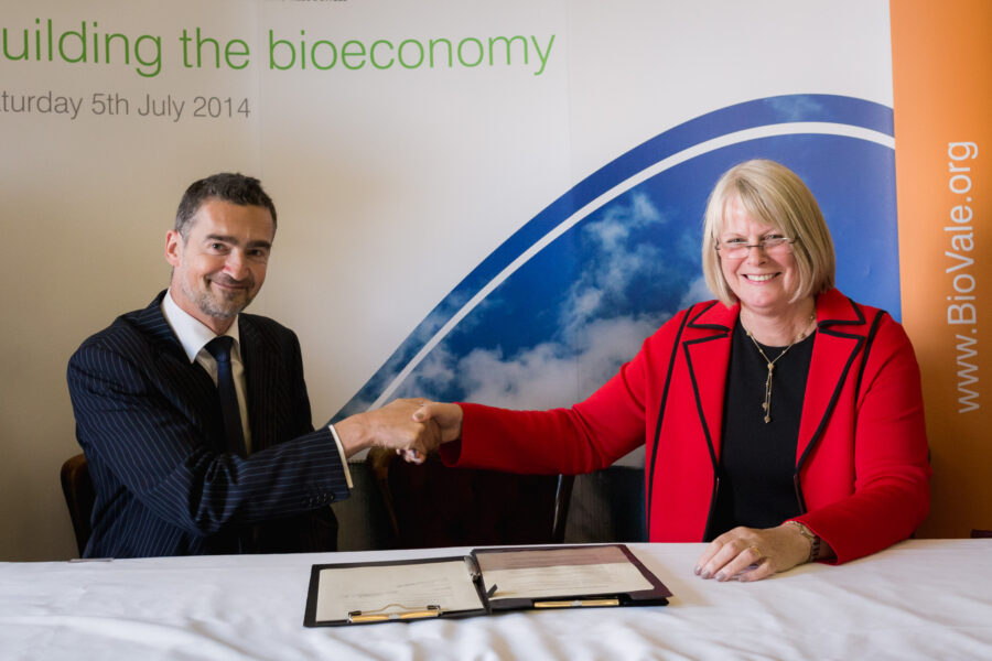 signing MOU with French cluster